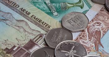 Dirham - Banknoten und Münzen der Vereinigten Arabischen Emirate mit englischem Aufdruck