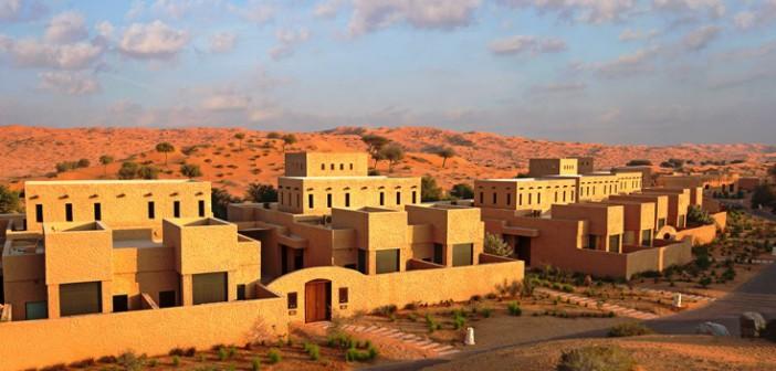 Die Familienvillen im Hotel Banyan Tree Al Wadi in Ras Al Khaimah sind eingebettet in die Wüstenlandschaft.