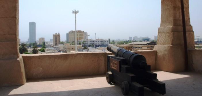 Wehrturm mit Kanone im Nationalmuseum in Ras al Khaimah