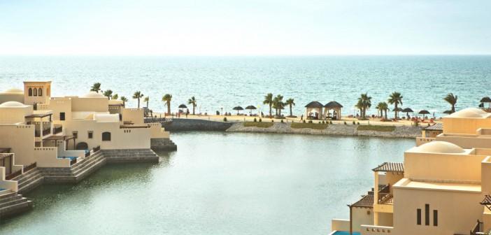 Blick auf die Lagune im Cove Rotana Resort Ras al Khaimah