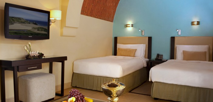 Klassisches Zweibett-Zimmer im Cove Rotana Resort
