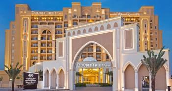 Der Eingangsbereich des Hotels Doubletree by Hilton Resort & Spa Marjan Island.