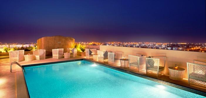 Grandioser Blick von Dachterrasse des DoubleTree by Hilton Ras al Khaimah