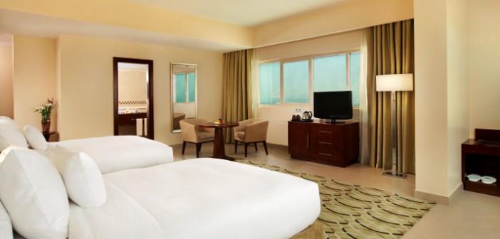 Geräumiges Zimmer im Hotel DoubleTree by Hilton Ras al Khaimah