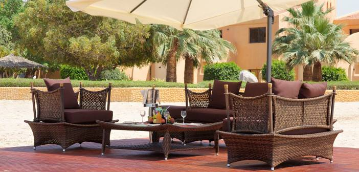 Sitzgruppe am Strand vom Bin Majid Beach Resort