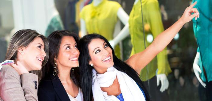 Beim Shopping in Ras al Khaimah sollten Sie angemessene Kleidung tragen.