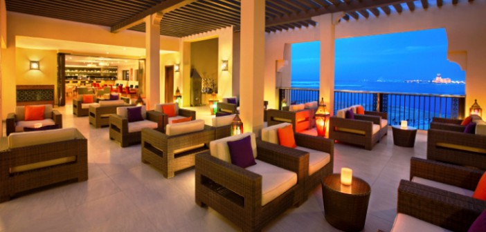 Blick aus der Sho Fee Bar im Hotel Doubletree by Hilton Resort & Spa Marjan Island in Ras al Khaimah.