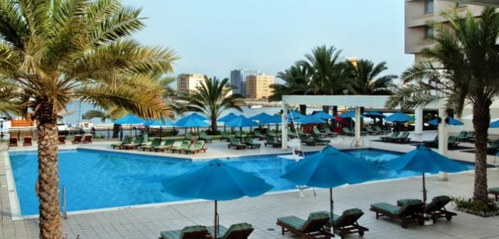 Blick auf den Pool im Hotel Hilton Ras al Khaimah