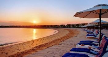 Sonnenuntergang über den Villen im Hotel Hilton Resort and Spa Ras al Khaimah