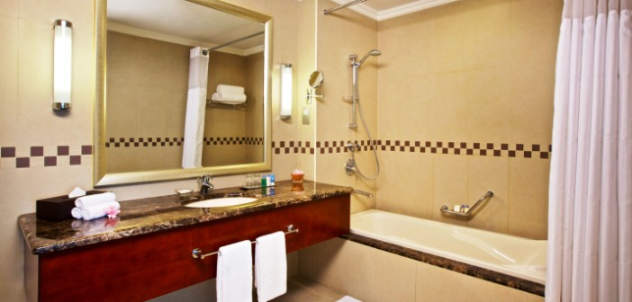 Das Bad im DoubleTree by Hilton Ras al Khaimah