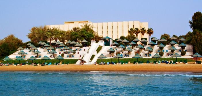 Bin Majid Beach Hotel Außenansicht vom Strand