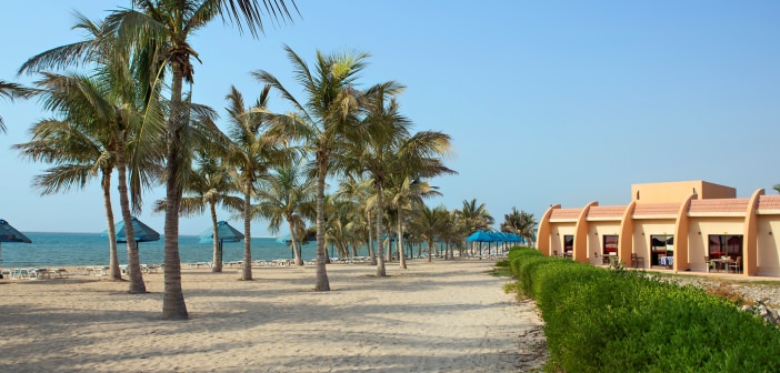 Blick auf den Strand und die Chalets im Bin Majid Beach Resort Ras al Khaimah