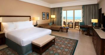 Blick in das Zimmer im Hilton Al Hamra Golf Beach Resort
